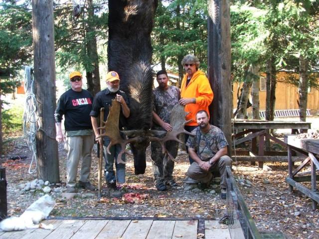 Kamp+Kinniwabi+-+Group+with+Moose