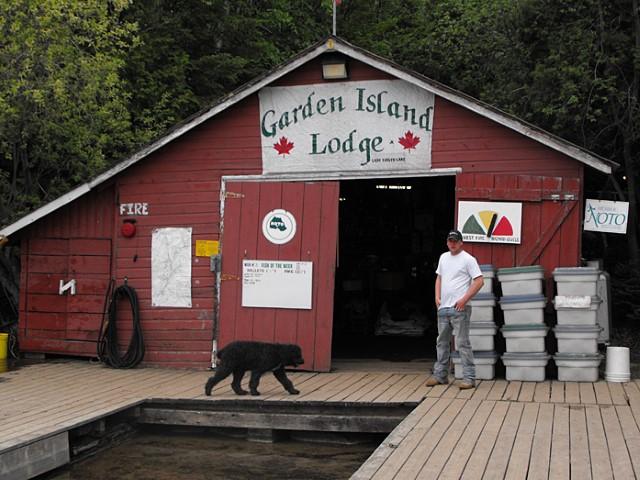 Fishing lodge on lady evelyn lake near new liskeard for Ontario fishing lodges